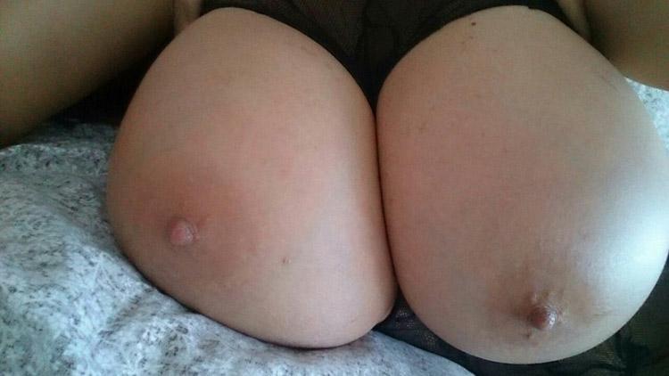 Bimbo aux enormes seins refaits 7