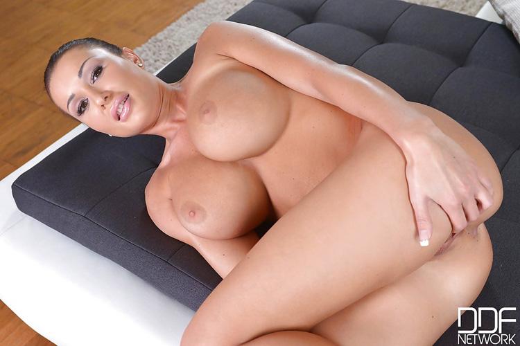 Patty Michova gros seins magnifiques DDF Busty 10