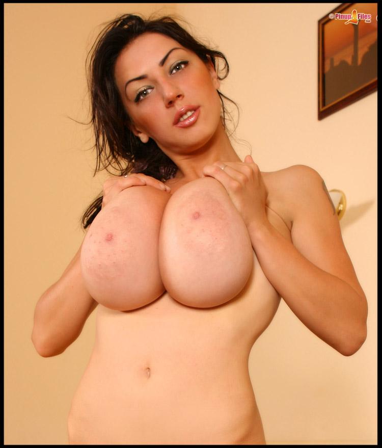 Anya Zenkova énormes seins petite tenue 18