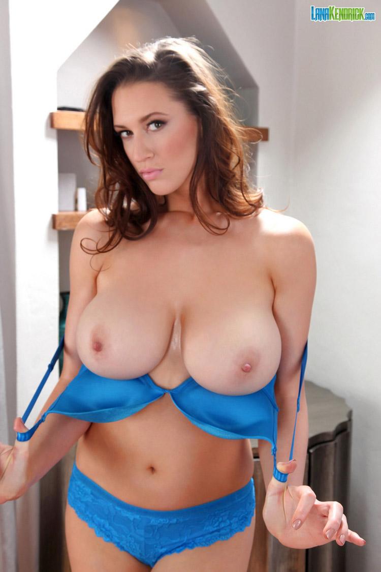 Lana Kendrick beauté en bleu PinupFiles 1