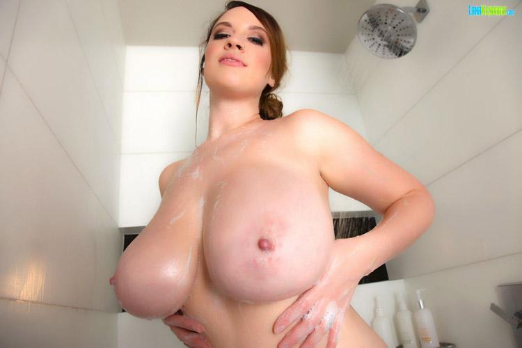 Lana Kendrick douche sexy PinupFiles 2 4