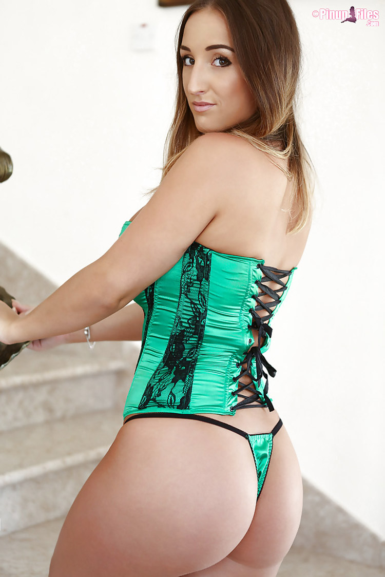 Stacey Poole beaux nichons PinupFiles 16