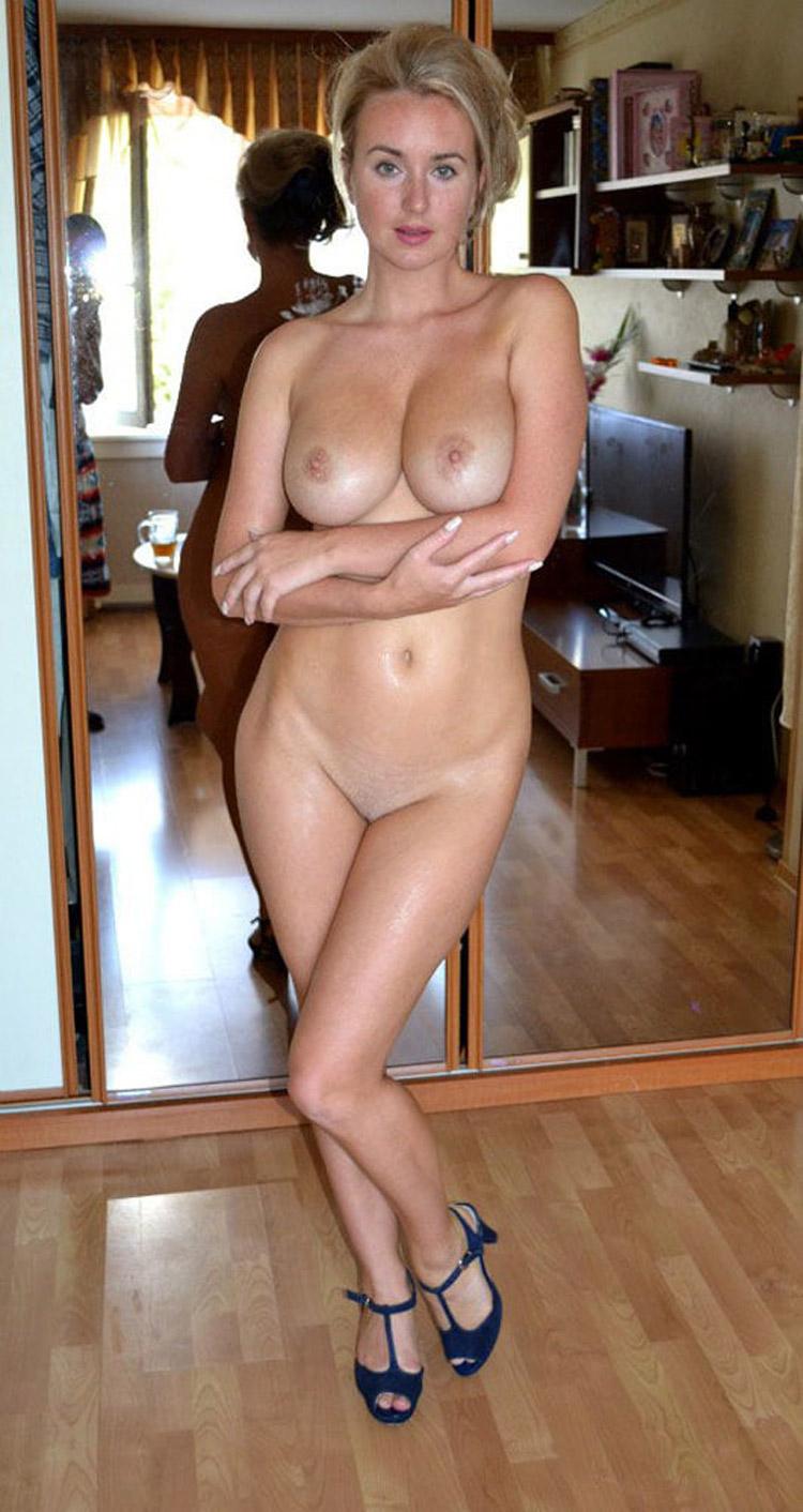 Belle blonde russe nue 13