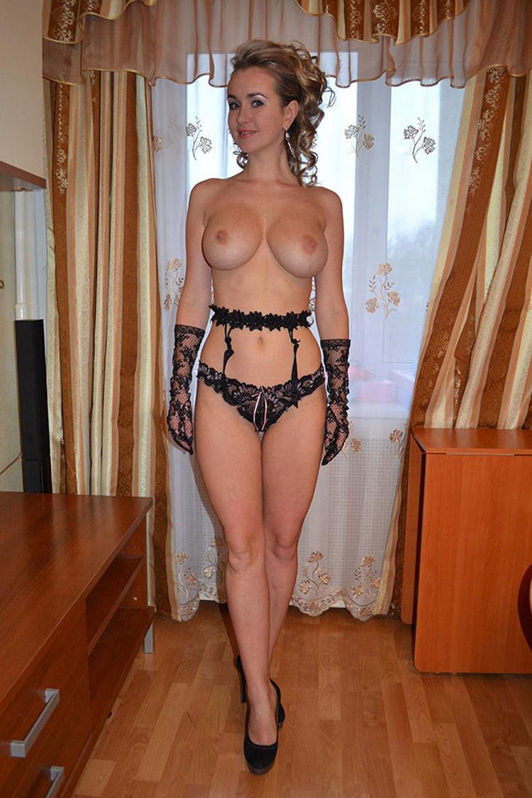 Belle blonde russe nue 17
