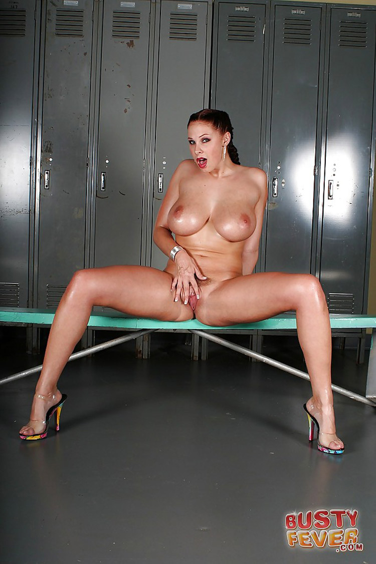 Gianna Michaels nue Busty Fever 12