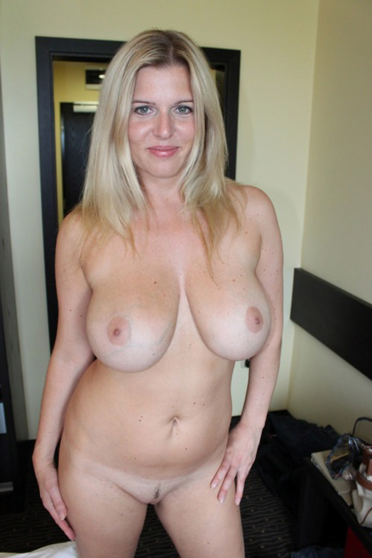 Julia MILF pulpeuse