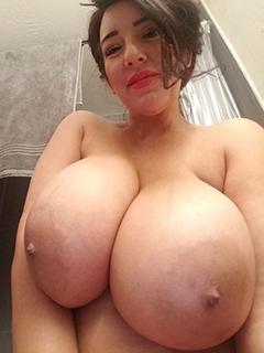 Amatrice gros seins