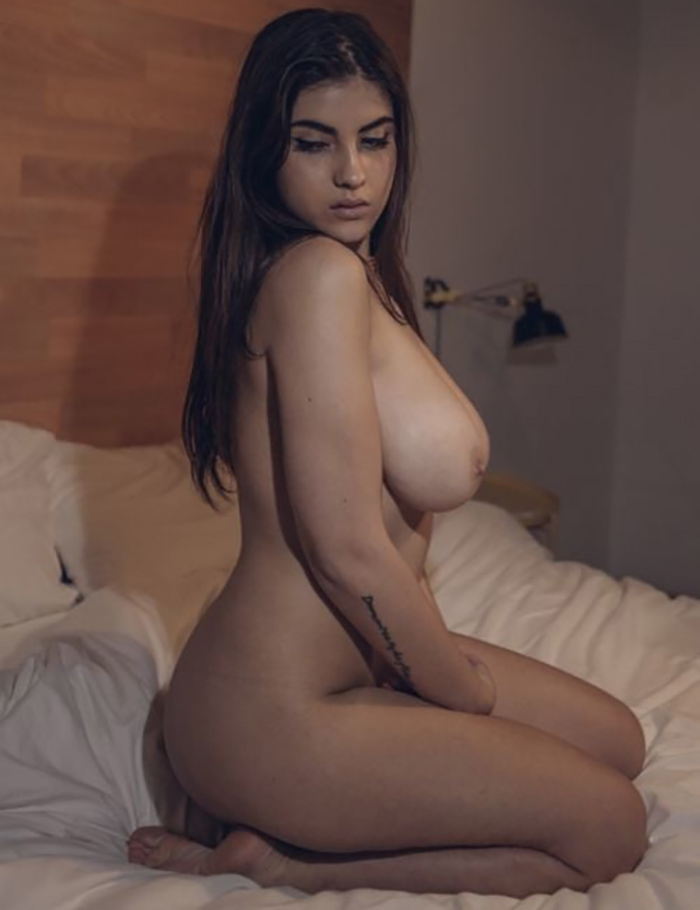 Brune gros seins