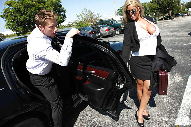 Bridgette B sexe Limousine Big tits at Work 8