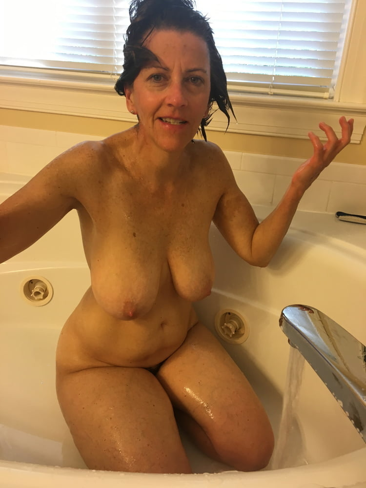 Denise, houewife saggy tits 14