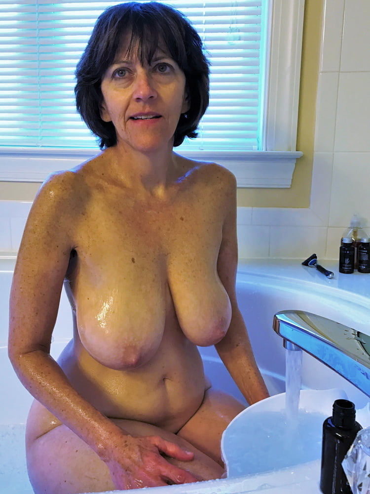 Denise, houewife saggy tits 5