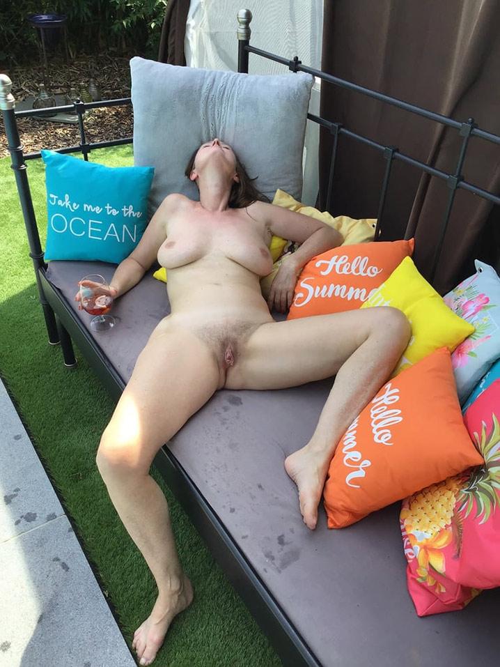 Carole mature libertine qui se branle bourrée 4