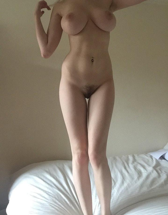 Nude Lucille grande blonde hot aux seins de ouf 9