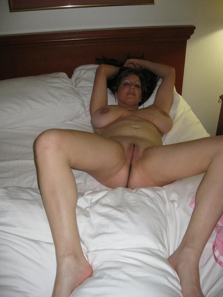 Pamela, MILF perse saggy tits 8