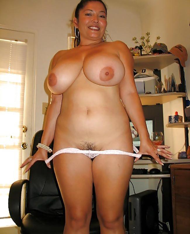 Selena BBW latine grosses mamelles Nude 1