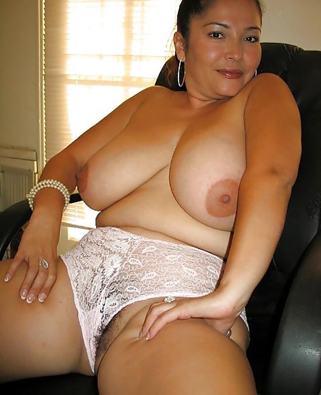 Selena BBW latine grosses mamelles Nude 3