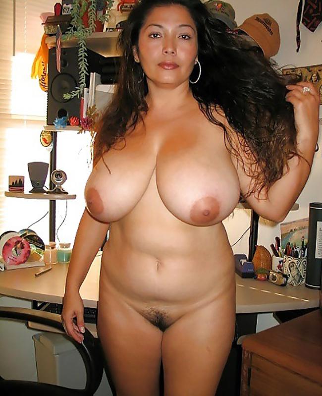Selena BBW latine grosses mamelles Nude 7